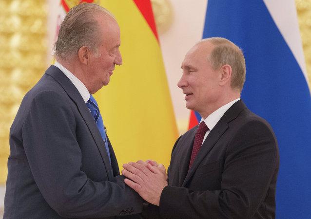 El Rey Juan Carlos I y el presidente de Rusia Vladímir Putin durante un encuentro en 2012