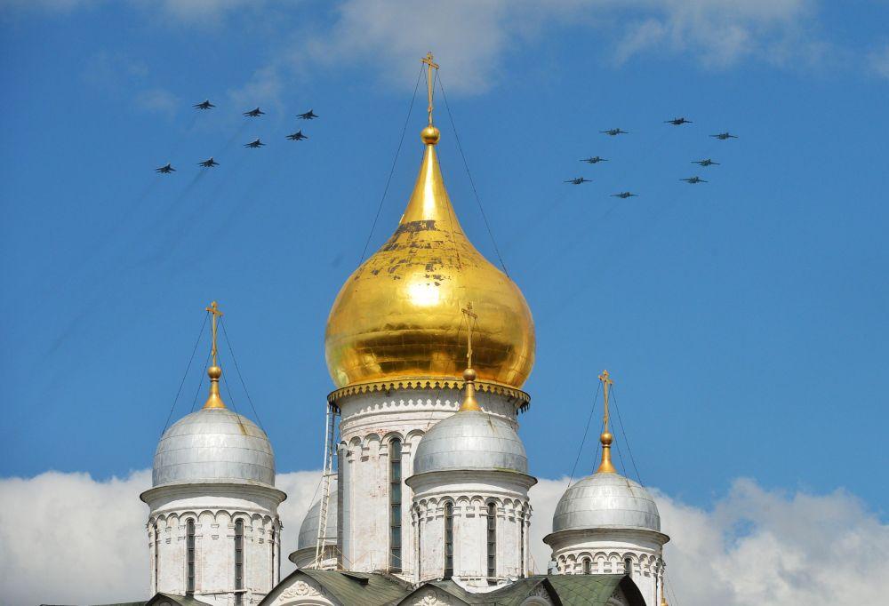 Ensayo de la parte aérea del Desfile de la Victoria en Moscú