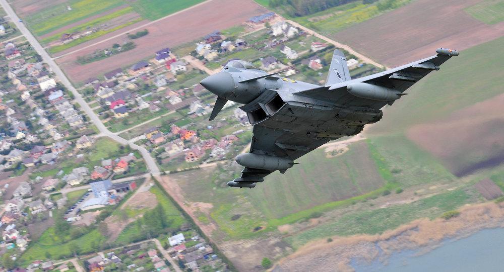 Un caza Eurofighter Typhoon de las Fuerzas Armadas Británicas, del mismo tipo que escoltó a los bombarderos rusos el 15 de enero de 2018 (imagen referencia)