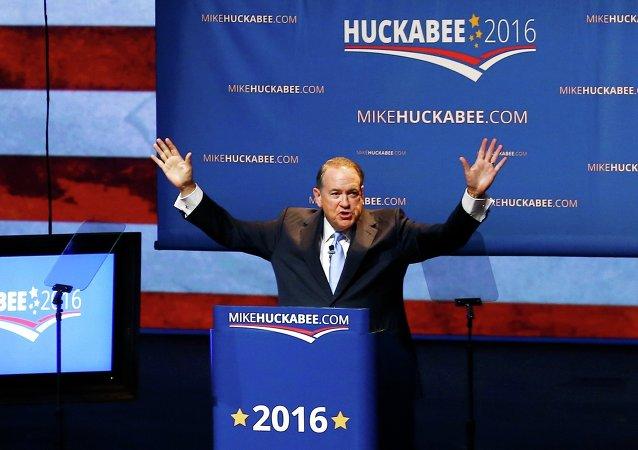 El candidato presidencial y ex gobernador de Arkansas Mike Huckabee