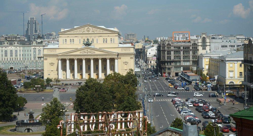 La vista a la plaza Teatralnaya y el teatro Bolshoi