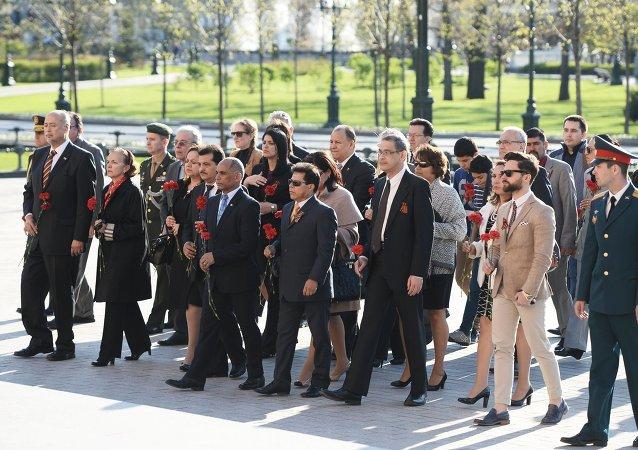 Embajadores latinoamericanos rinden homenaje al Soldado Desconocido en Moscú