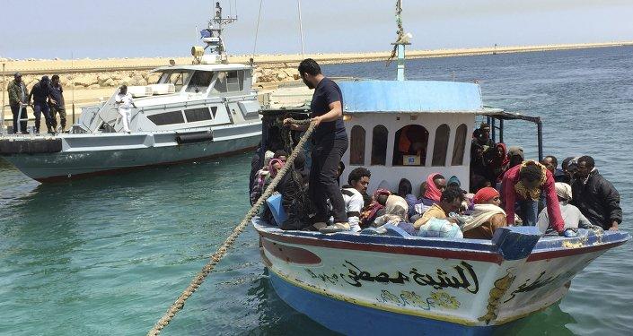 Inmigrantes illegales vuelvan a Libia (archivo)