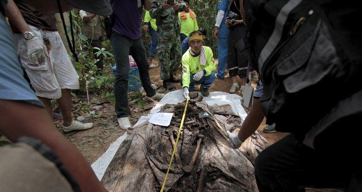 Los restos de un migrante de etnia rohingya hallados en Tailandia