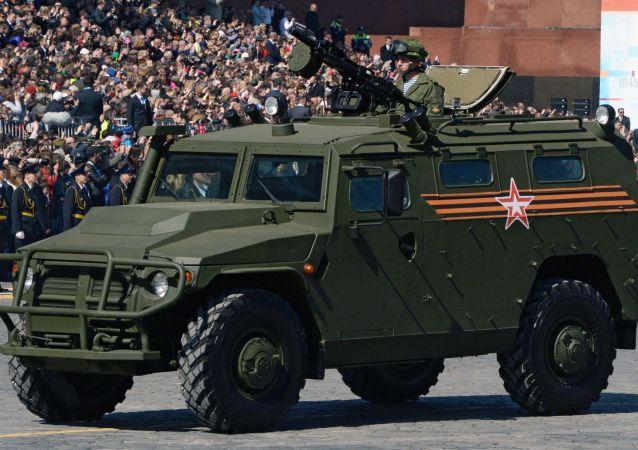 Un blindado Tigr durante el Desfile de la Victoria en la Plaza Roja