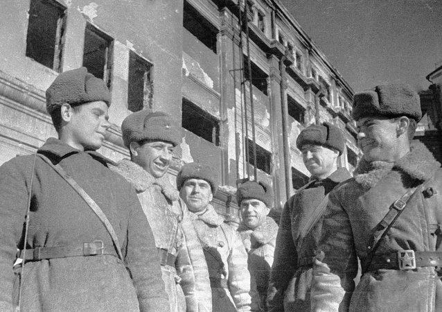 Soldados soviéticos y oficiales que tomaron la sede de Paulus. Batalla de Stalingrado