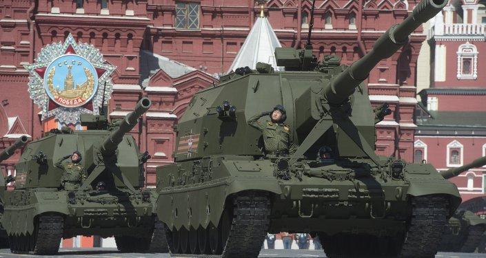 Obuses autopropulsados Koalítsiya-SV (Coalición) durante el desfile militar en Moscú