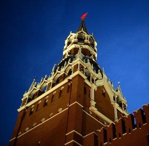 La torre Spasskaya del Kremlin de Moscú
