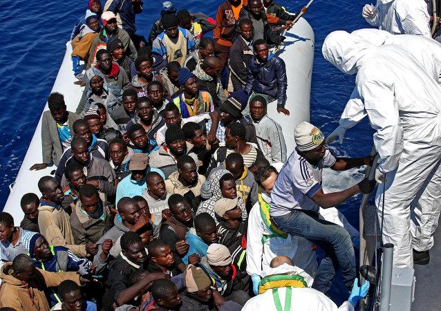 Inmigrantes en el mar Mediterráneo (archivo)