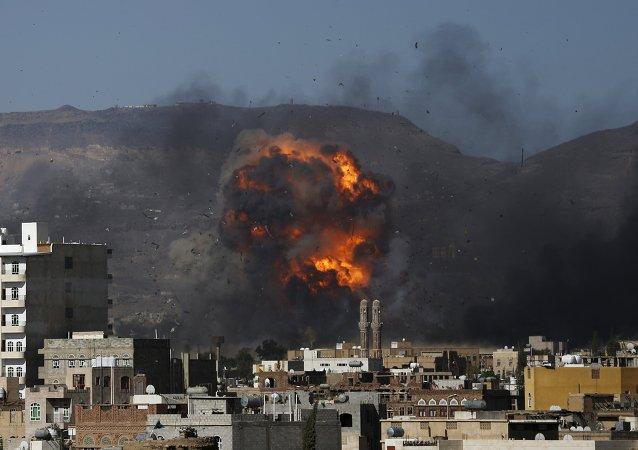 La coalición árabe bombardea Yemen dos horas después del inicio del armisticio