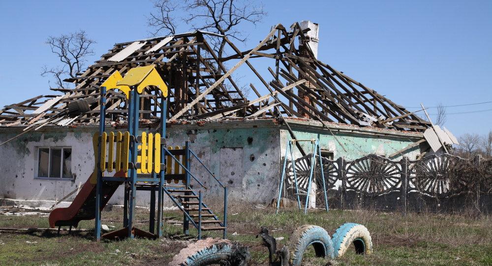 Consecuencias de los bombardeos en el poblado de Spartak en Donetsk
