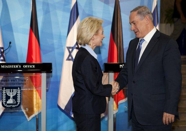 Ministra de Defensa de Alemania, Ursula von der Leyen, y promer ministro de Israel, Benjamín Netanyahu