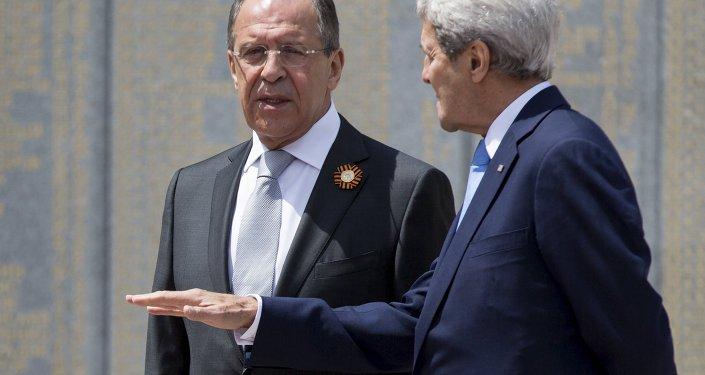Ministro de Exteriores de Rusia, Serguéi Lavrov y secretario de Estado de EEUU, John Kerry
