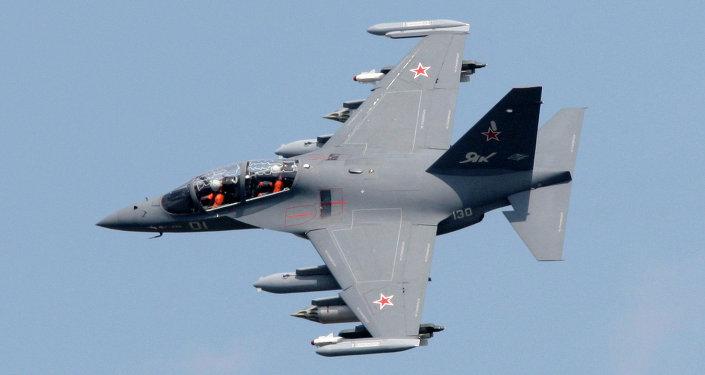 Avión de entrenamiento y combate Yak-130