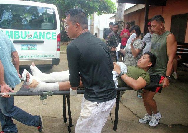 Soldado filipino herido después del enfrentamiento con el grupo Abu Sayyaf (archivo)