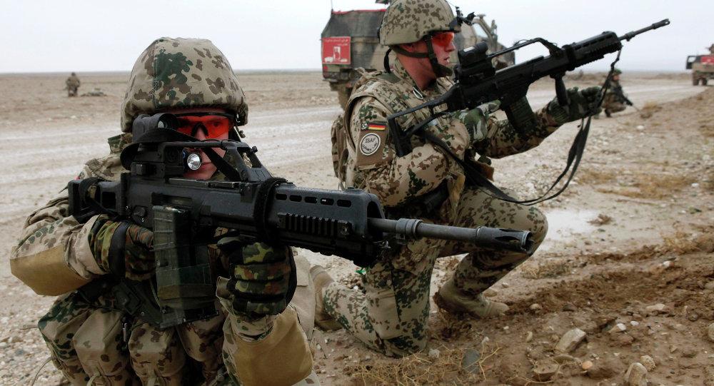Soldados alemanes con fusiles G36