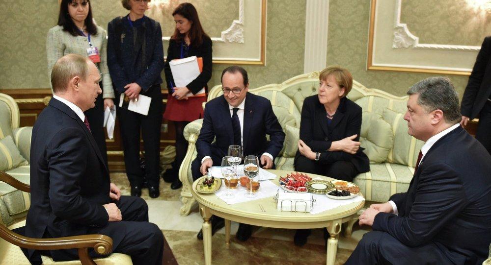 Presidente de Rusia, Vladímir Putin, presidente de Francia, François Hollande, canciller de Alemania Angela Merkel y presidente de Ucrania, Petró Poroshenko