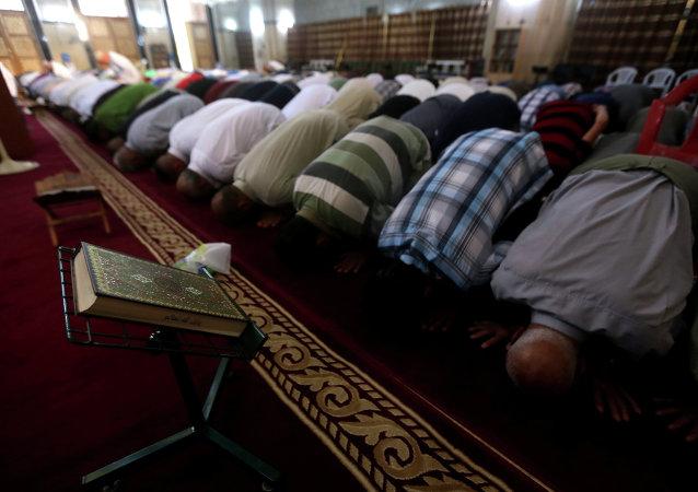 Creyentes en una de las mezquitas de Bagdad (Archivo)