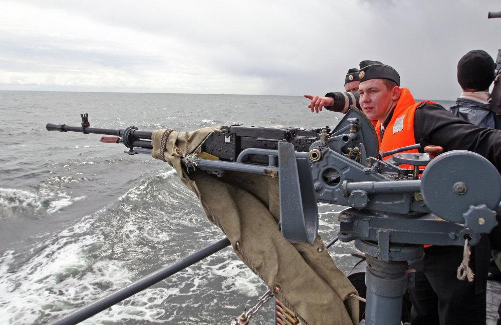 El buque 'Yaroslav Mudriy' durante las pruebas de tiro en el Mar Báltico.