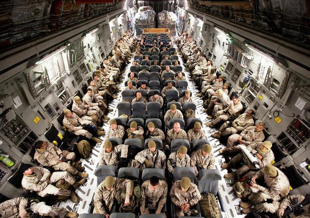 Soldados estadounidenses en su camino a Afganistán