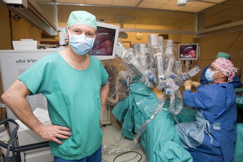 El robot Da Vinci ayuda a hacer intervenciones quirúrgicas en el hospital de la Universidad de Ginebra