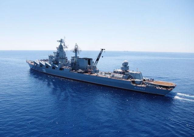 Crucero portamisiles Moskvá durante los ejercicios en el Mediterráneo