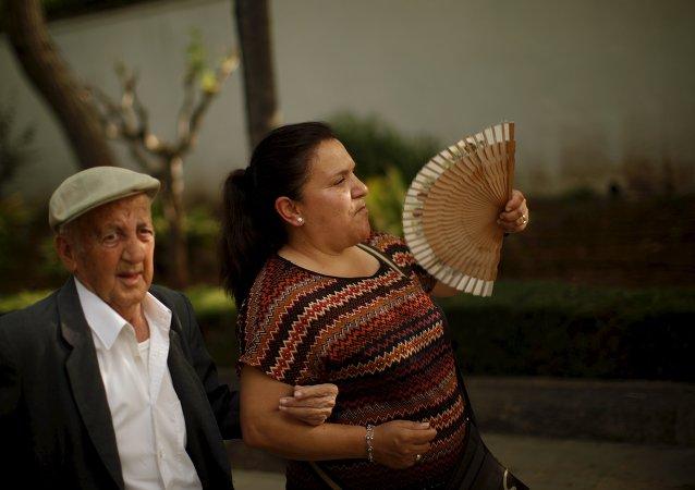 Una pareja española en Ronda, sur de España