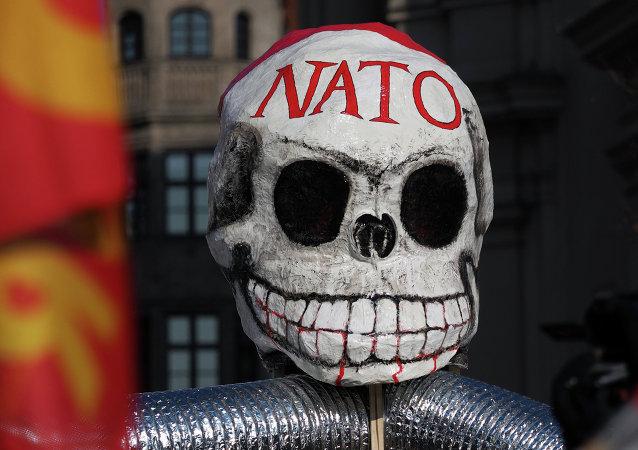 Una máscara en forma de calavera fotografiada durante las protestas anti-OTAN en Múnich. 7 de marzo de 2015
