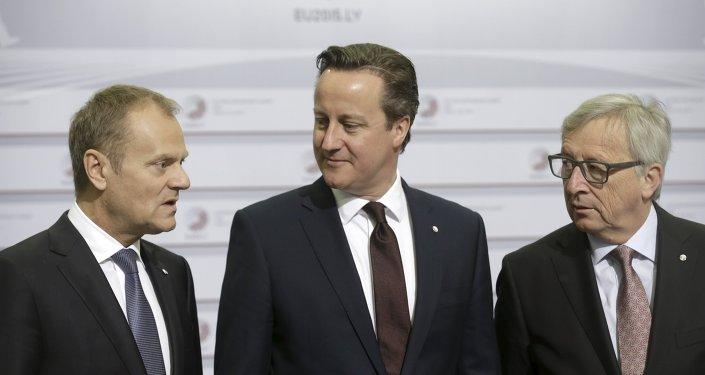 Donald Tusk, David Cameron y Jean-Claude Juncker