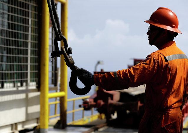Un trabajador petrolero