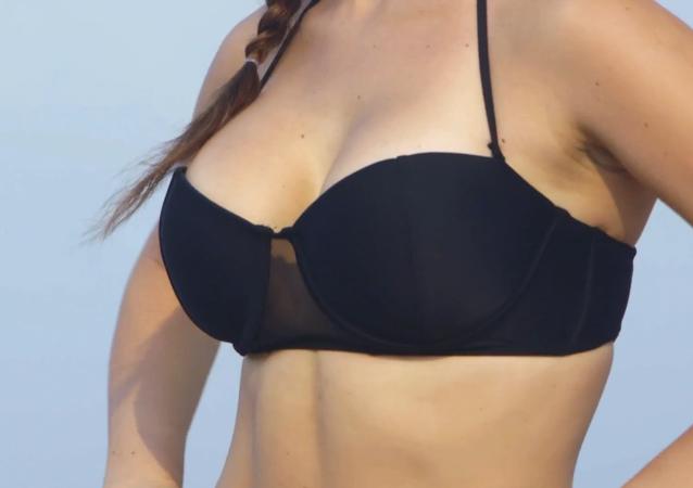 Evolución del bikini a cargo de una estrella de Playboy