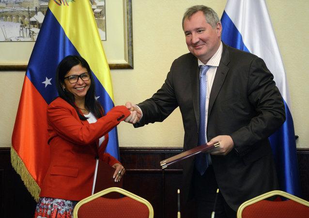 Ministra de Relaciones Exteriores de Venezuela, Delcy Rodríguez y vice primer ministro ruso, Dmitri Rogozin