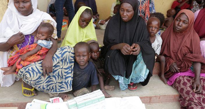 Niños rescatados por soldados nigerianos de los extremistas de Boko Haram (archivo)