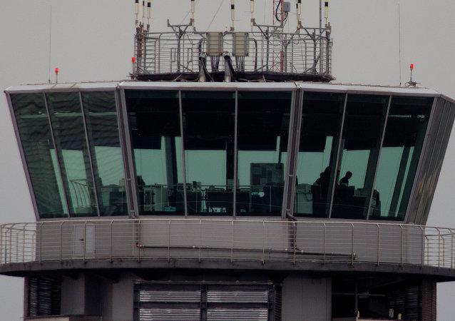 Torre de controld e un aeropuerto