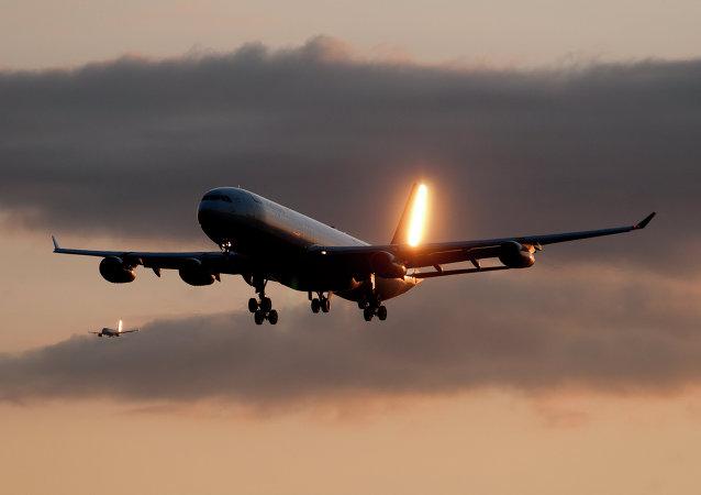 Un avión de pasajeros