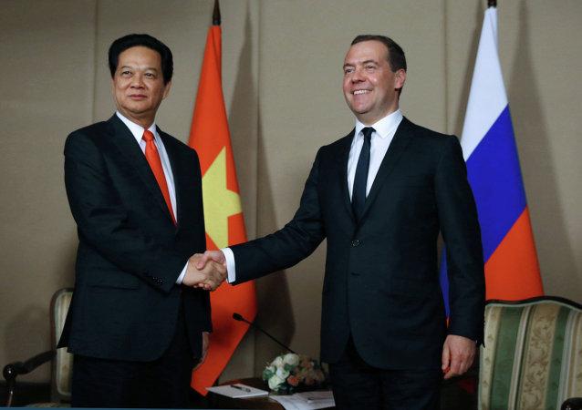 Primer ministro de Vietnam, Nguyen Tan Dung, y primer ministro de Rusia, Dmitri Medvédev