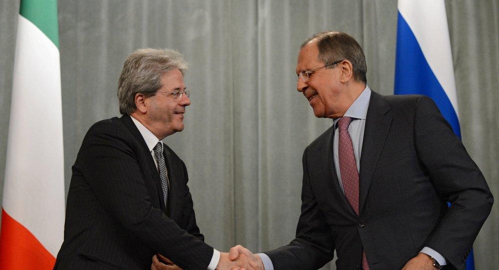 Ministro de Exteriores de Italia, Paolo Gentiloni, y ministro de Exteriores de Rusia, Serguéi Lavrov
