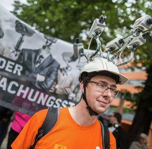 Miembro del Partido Pirata de Alemania durante una manifestación contra las actividades de espionaje de la NSA y BND. 30 de mayo de 2015