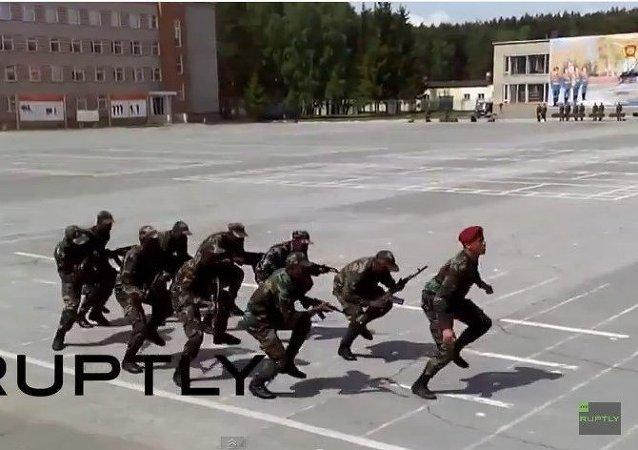 La danza guerrera de los cadetes de Mozambique en Rusia