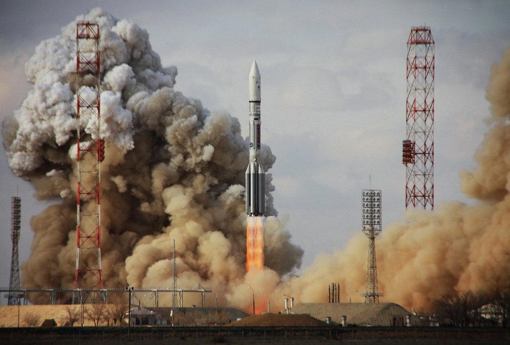 Lanzamiento del cohete Protón-M con el satélite Intelsat-22 desde el cosmódromo de Baikonur