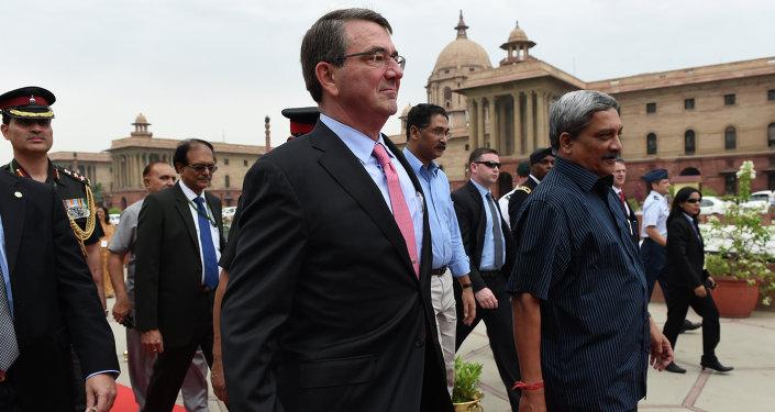 Secretario de Defensa de EEUU Ashton Carter y secretario de Defensa de India Manohar Parrikar