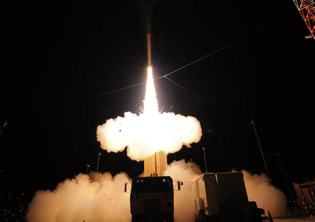 Lanzamiento de prueba de un misil estadounidense THAAD (archivo)