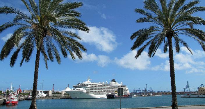 Crucero The World en el puerto de Las Palmas de Gran Canaria