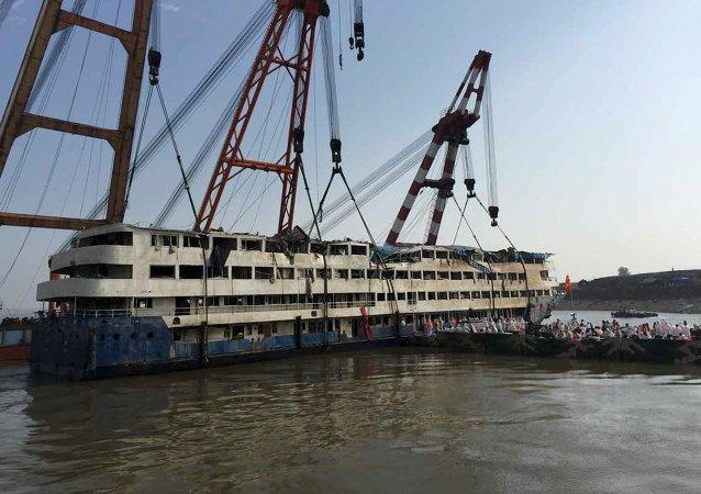 Supera 400 el número de muertos en el naufragio en el río Yangtsé