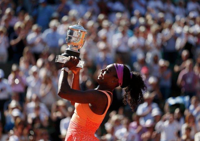 Serena Williams ha ganado el torneo de tenis Abierto de Francia en el estadio de Roland Garros en París