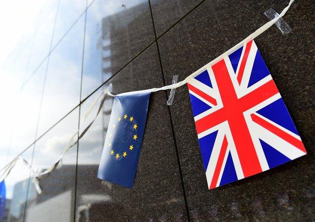Banderas de UE y Reino Unido