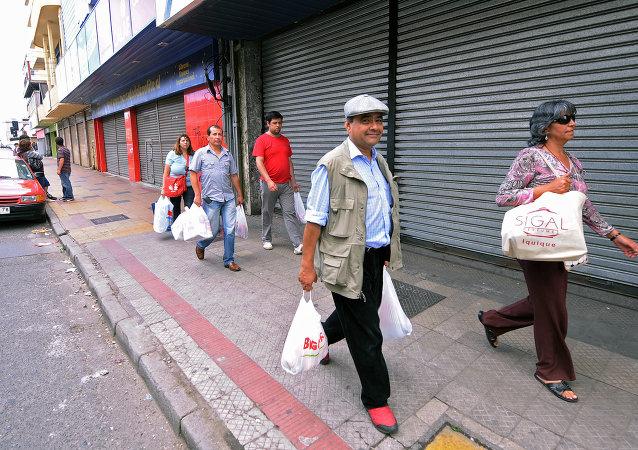 Visitantes de un supermercado en Chile (archivo)