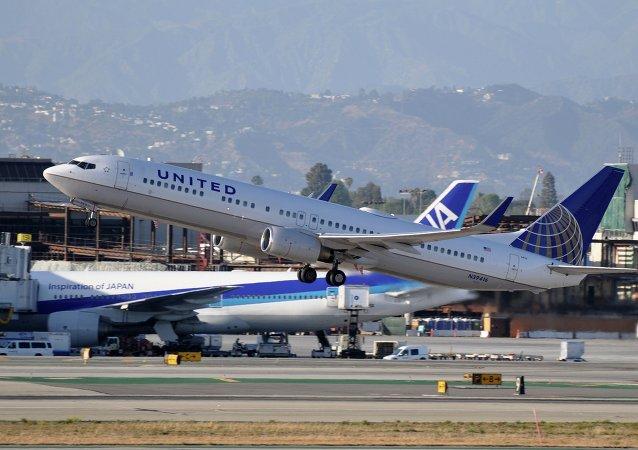 Avión en el Aeropuerto Internacional de Los Angeles, EEUU