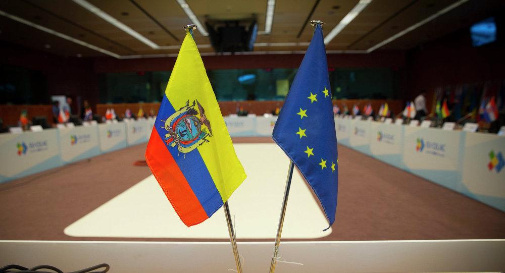 Banderas de Ecuador y la UE (archivo)
