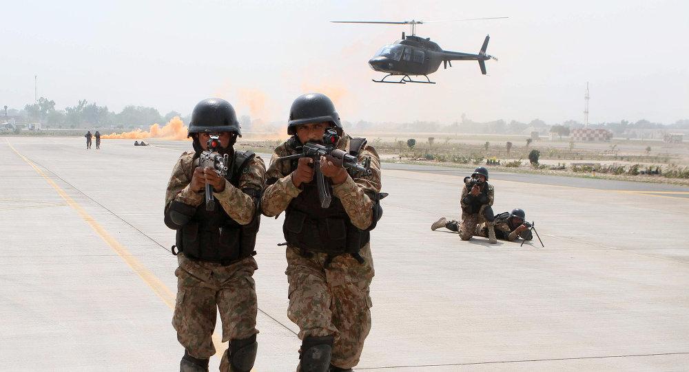 Soldados de las FFAA de Pakistán (archivo)